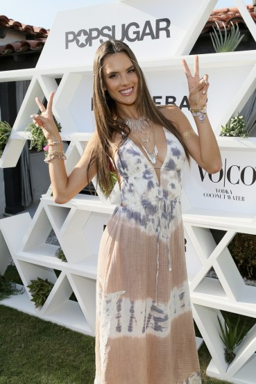 alessandra-ambrosio-vogue-13apr15-getty